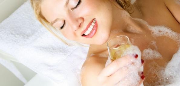 Lush Ultimate Kneads Spa Treatment (120mins) + Champagne