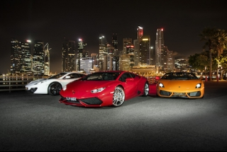 Drive a Supercar around the F1 Track / Freeway (30 mins)